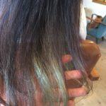 ブリーチした髪をハナヘナのインディゴで染める