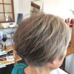【白髪染めをやめる・グレイヘアにする方法】美容師が教えます!