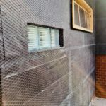 外壁を漆喰で仕上げるための下準備・ラス網を貼る